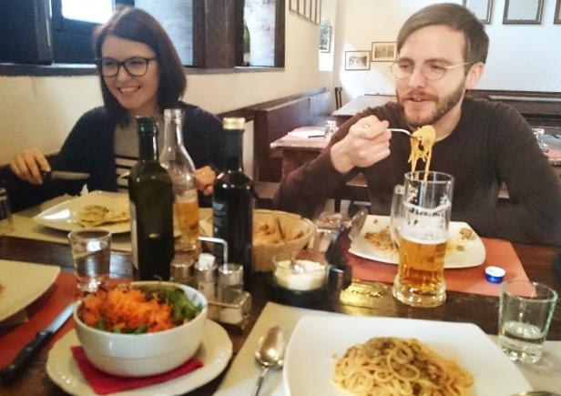 In dieser tradtionellen Osteria gab's herrliche Pasta! Carmen und Robert hat's geschmeckt! :)